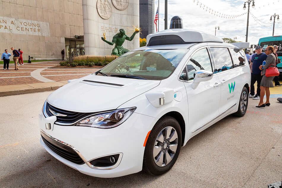 Self-driving cars on the roll in California as Waymo and Cruise get permits