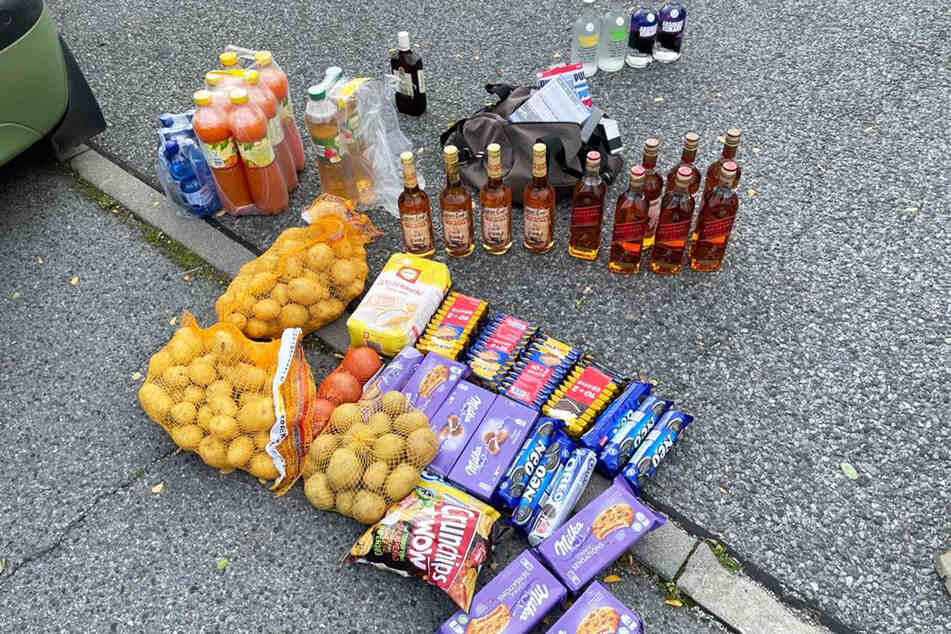 Spirituosen, Süßigkeiten, Kartoffeln und Säfte: Die Ausbeute der vier Tschechen hatte es in sich.
