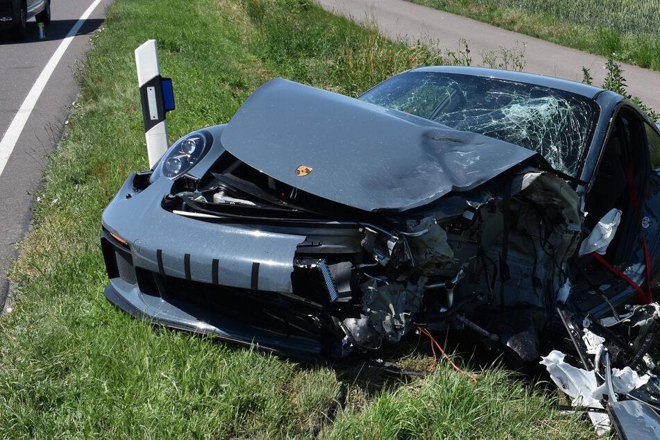 Tödliches Überholmanöver: Porsche kracht in Gegenverkehr