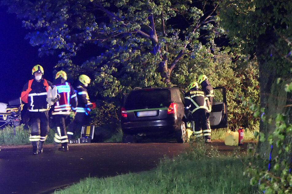 Die Feuerwehr sicherte und räumte die Unfallstelle.