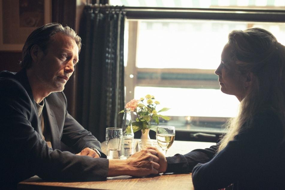 Die Ehe zwischen Martin (Mads Mikkelsen, 55) und Trine (Maria Bonnevie, 47) steht schon länger auf der Kippe.