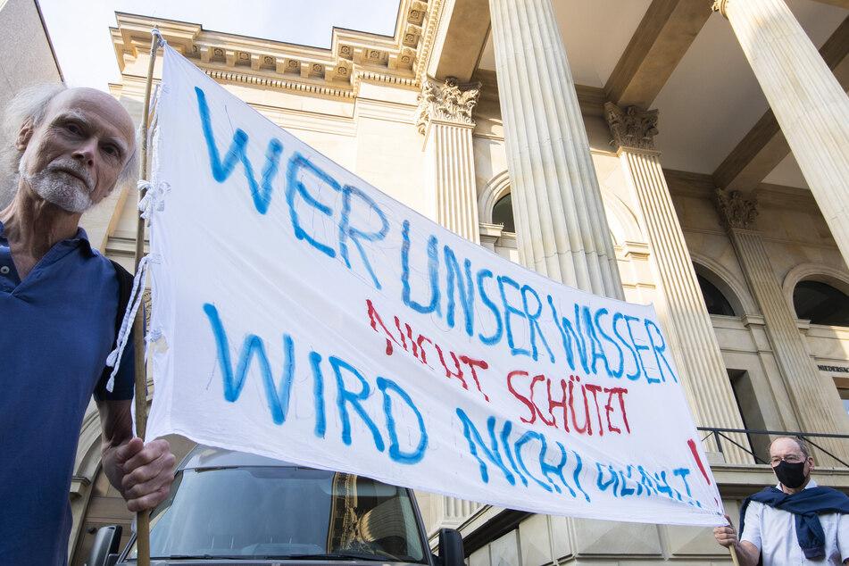 "Bürger protestieren gegen weiteren ""Coca-Cola""-Brunnen"