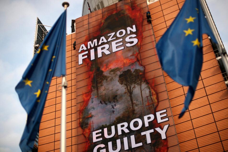 """""""Europa schuldig"""": Umweltschützer protestieren vor EU-Zentrale"""