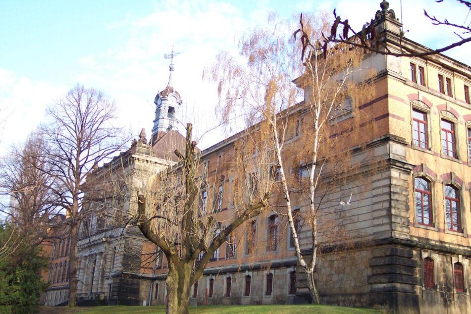 Am Gymnasium Dresden-Plauen (hier der Standort in der Kantstraße) hat sich eine weitere Person infiziert.