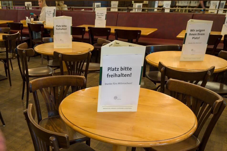 In Baden-Württemberg sollen sich Restauranttische auch im Innenbereich wieder füllen (Symbolbild).