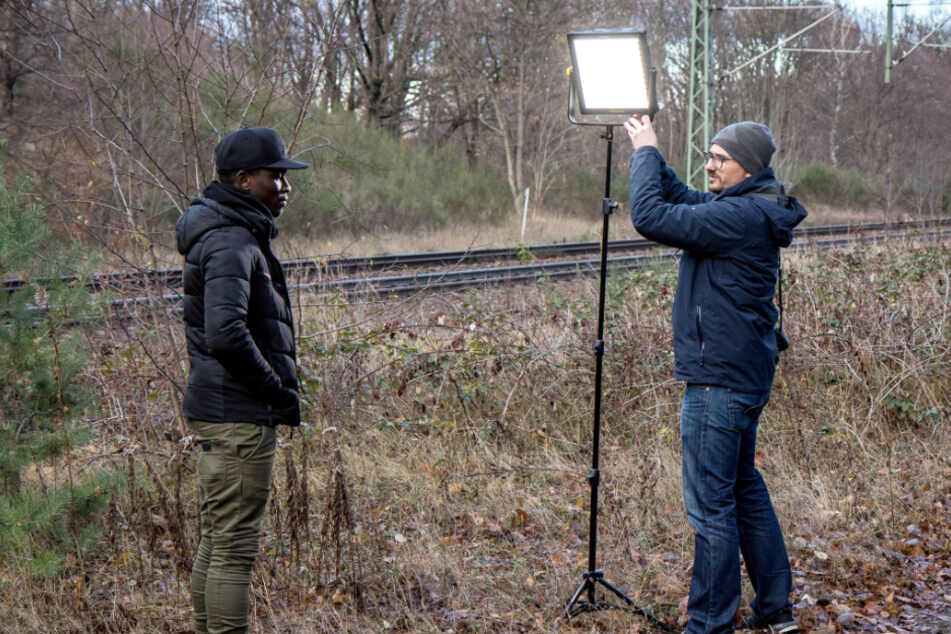 Er setzt die Kicker ins rechte Licht: SGD-Fotograf Steffen Kuttner (r., hier vor zwei Jahren mit Moussa Koné).