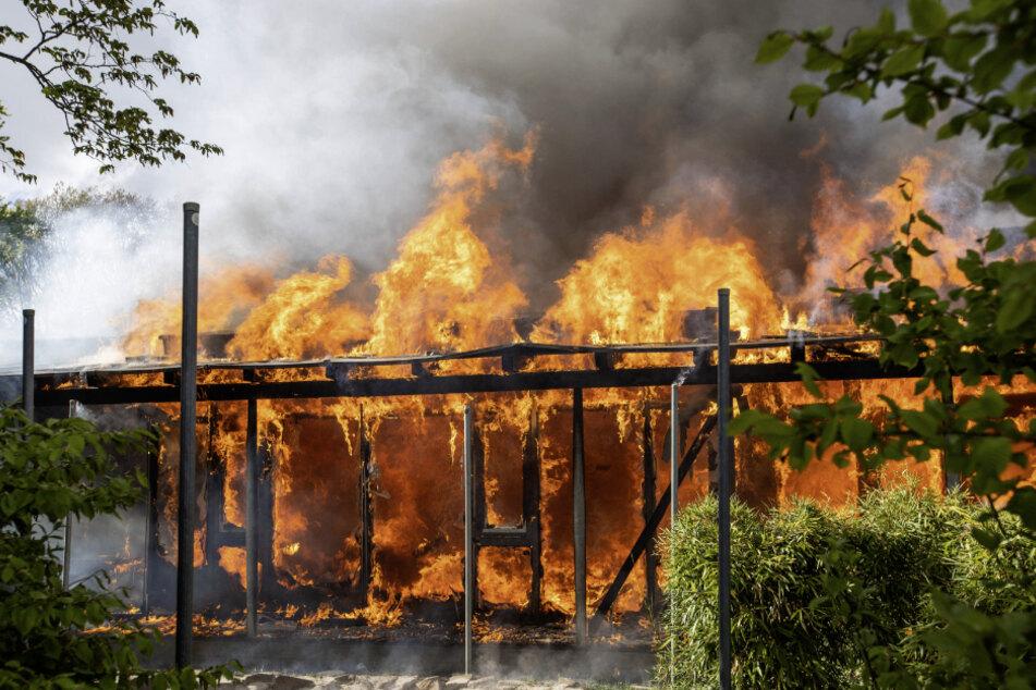 Kindergarten von SOS Kinderdorf steht in Flammen