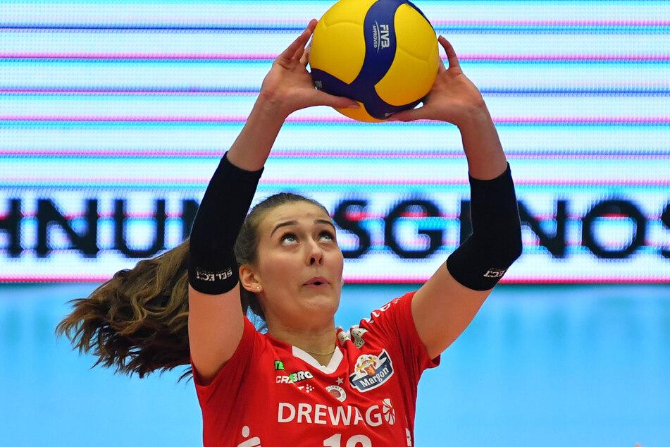Zuspielerin Sarah Straube (18) zeigte beim Spiel gegen Schwarz-Weiß Erfurt eine hervorragende Leistung.