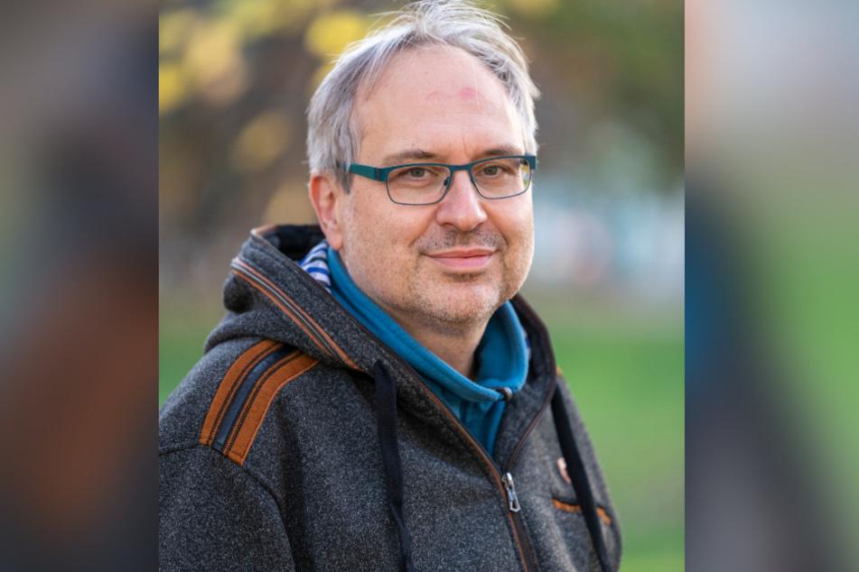 Uwe Grüner von der Gruppe Parents for Future warnt vor den klimaschädlichen Folgen eines Holzheizkraftwerks.