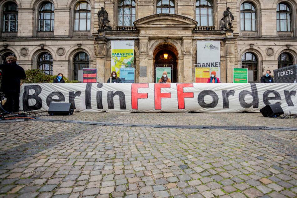 """Berlin: """"Fridays for Future""""-Aktivisten machen Druck für klimaneutrales Berlin bis 2030"""