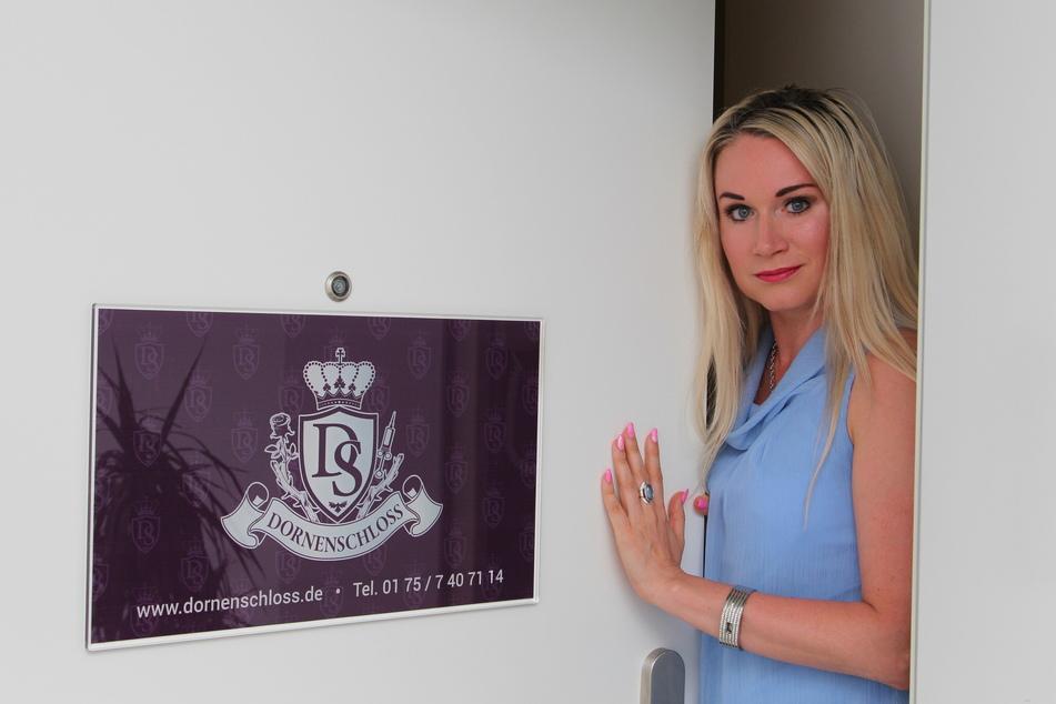 """Empfängt am Donnerstag von 11 bis 15 Uhr zum """"Tag der offenen Tür"""": Lucy (37), Schlossherrin vom Leipziger Bordell """"Dornenschloss""""."""