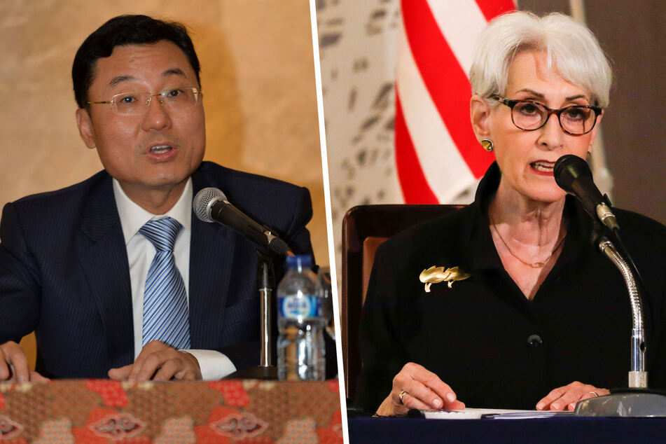 Chinese Vice Foreign Minister Xie Feng (l.) and US Deputy Secretary of State Wendy Sherman met outside of Beijing on Monday.