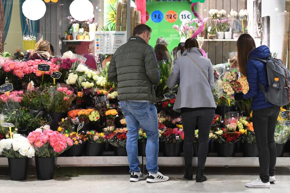 Blumenläden sollen in Niedersachsen bald wieder öffnen dürfen. (Archivbild)