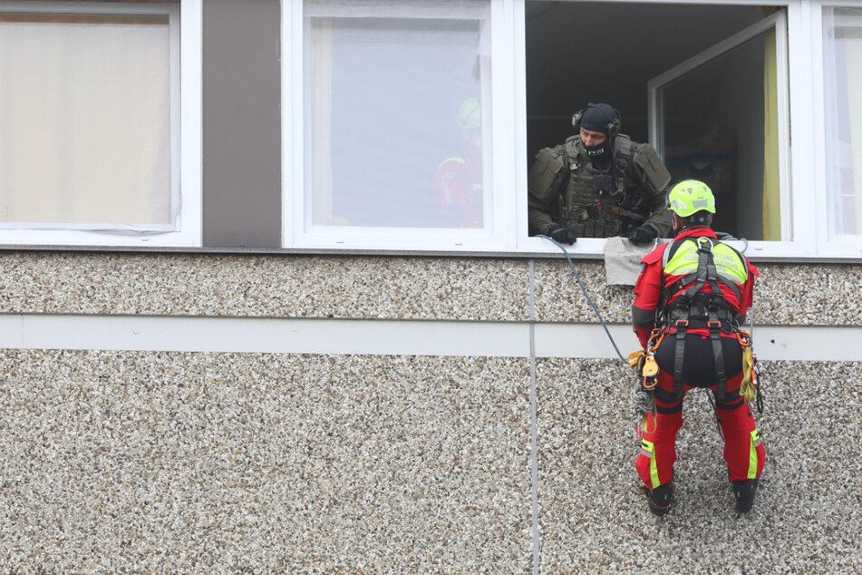 SEK-Einsatz! Bewaffnete Mutter verschanzt sich mit Kindern in Wohnung