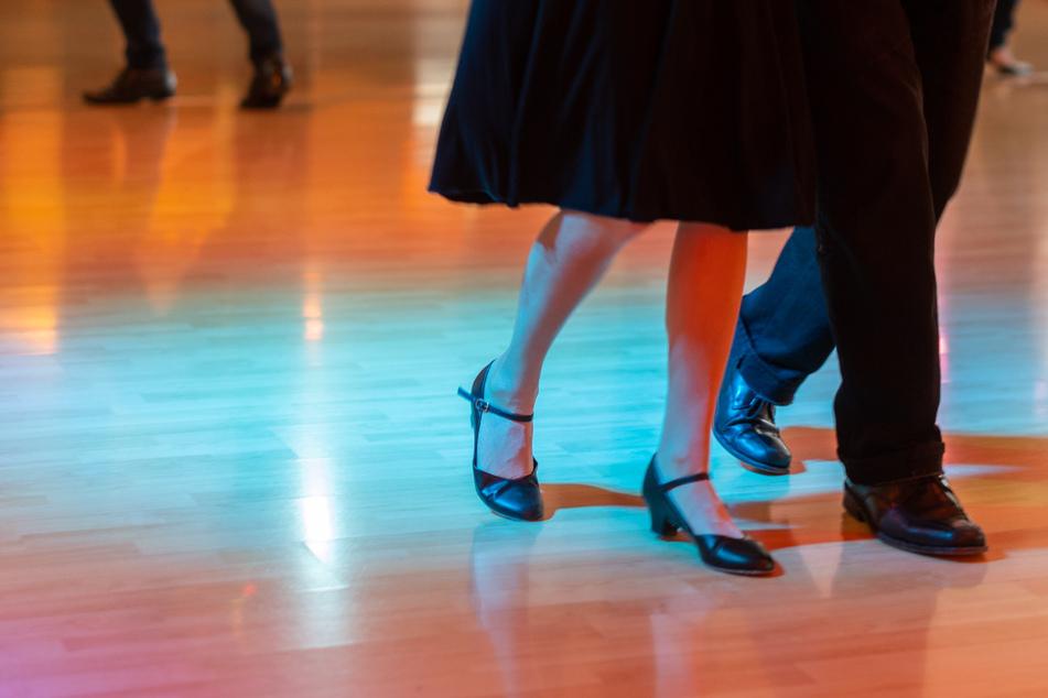 Dresdens Tanzschulen dürfen geöffnet bleiben. Allerdings muss unter anderem einmal pro Woche ein negativer Coronatest vorgelegt werden.