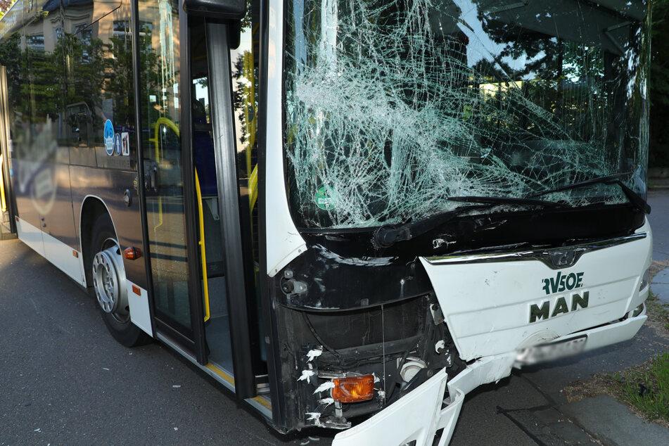 Der Linienbus hatte zum Unfallzeitpunkt keine Fahrgäste.