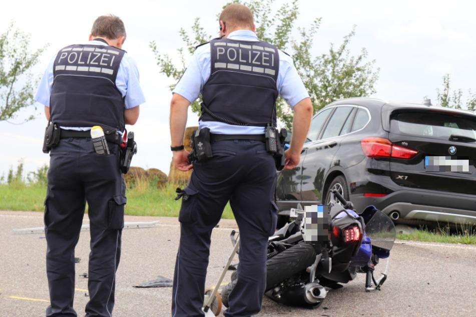 Der 16-jährige Motorradfahrer erlag noch an der Unfallstelle seinen schweren Verletzungen.