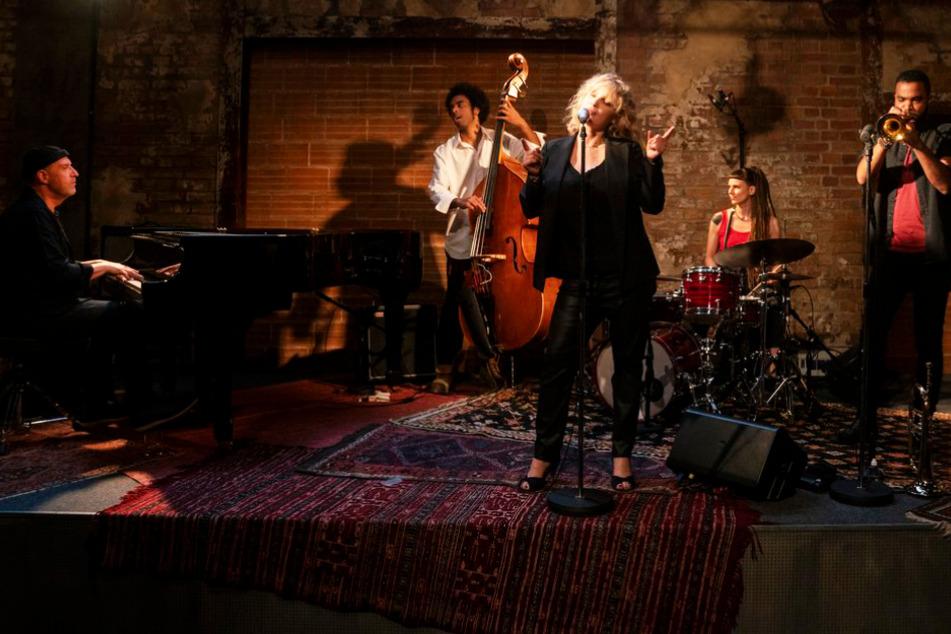 "Maja (Joanna Kulig) ist die Sängerin des Jazzclubs ""The Eddy""."