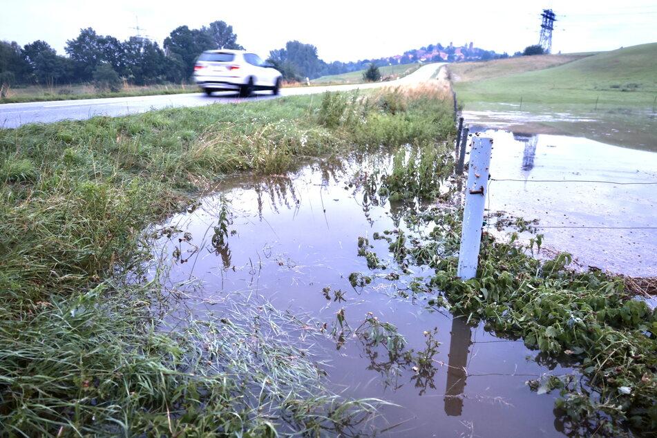 Bei Stolpen wurde diese Wiese innerhalb kurzer Zeit zu einem kleinen See.