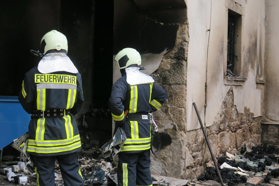 Ein Lagerraum der Fabrik brannte.