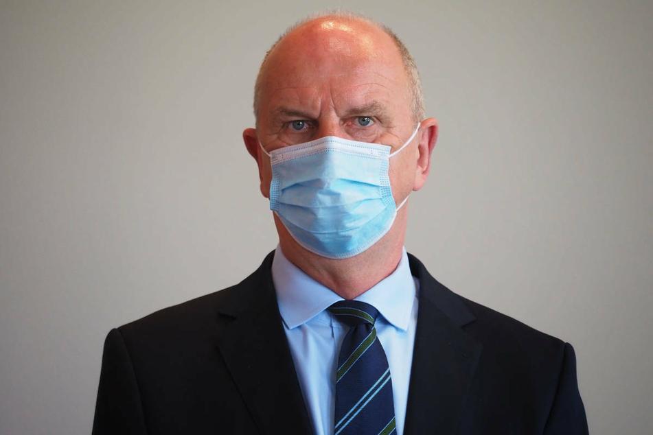 Brandenburgs Ministerpräsident Dietmar Woidke (59, SPD) hat die Pläne für kostenpflichtige Corona-Tests verteidigt.