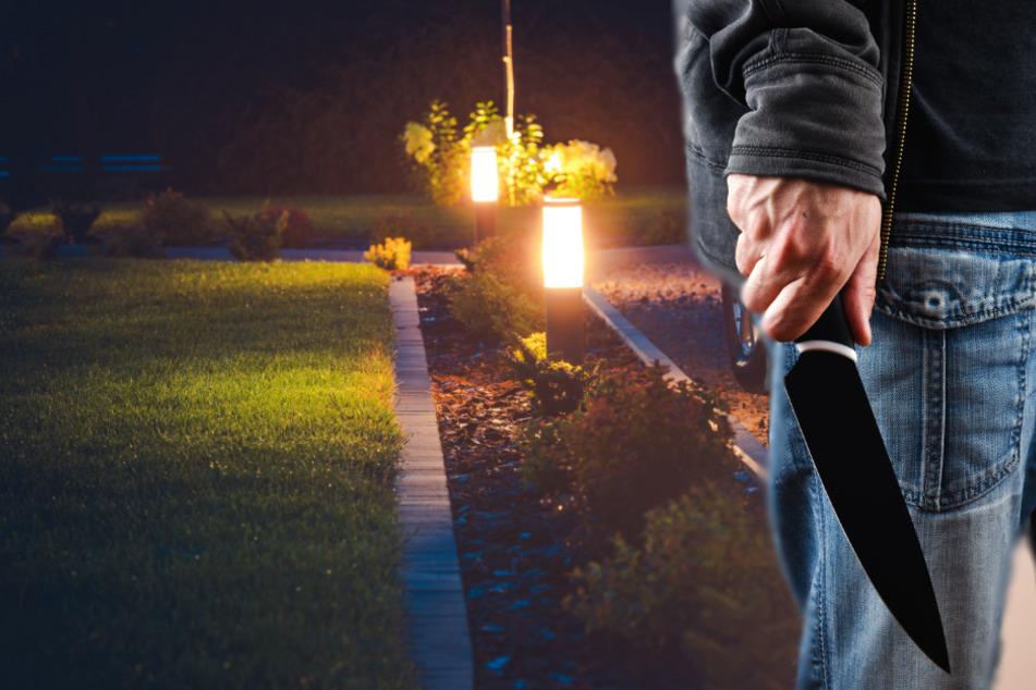 Der Räuber drängte sein Opfer in eine Grundstücks-Zufahrt und raubte den Mann aus (Symbolbild).
