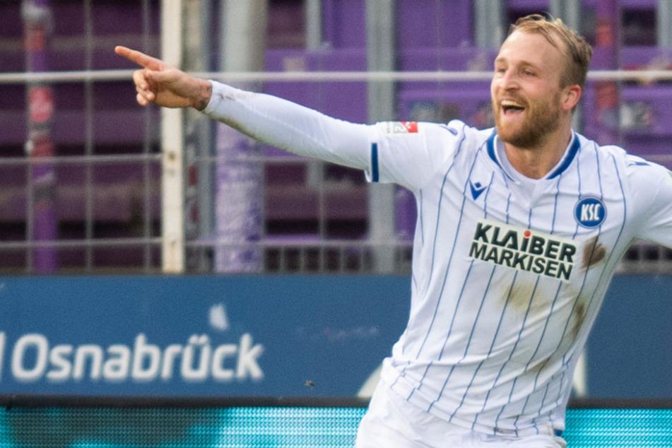 Karlsruhes Philipp Hofmann jubelt nach seinem Tor zum 1:2 gegen den VfL Osnabrück.