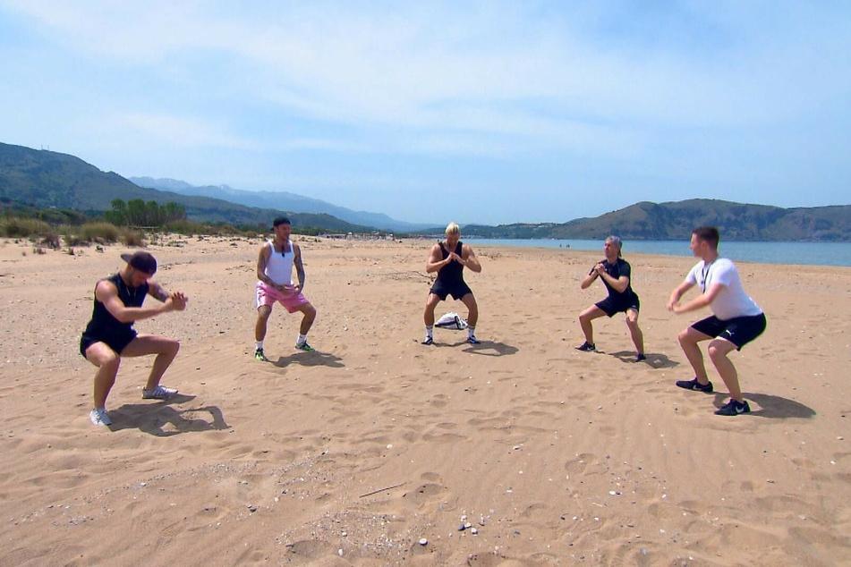 Beim Gruppendate wird es sportlich für Maurice (22, v.l.n.r.), Thomas (30), Kim (31), Robin (23) und Max (25).