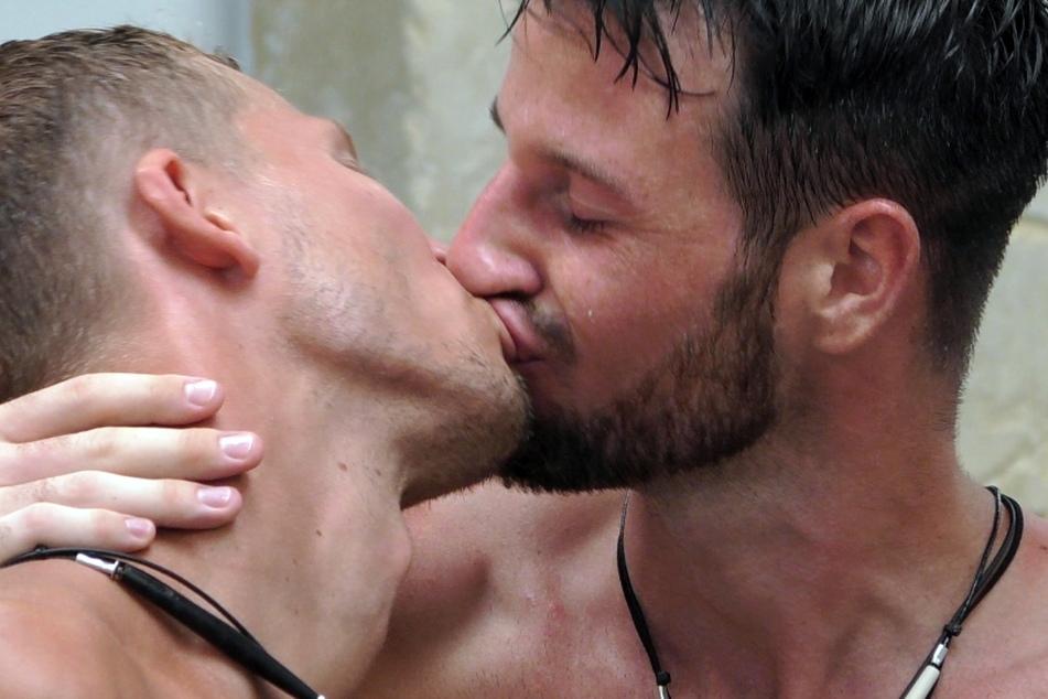 """In Folge drei der RTL-Show """"Prince Charming"""" ging es zwischen Alex (30) und Joachim (29) ziemlich heiß her."""