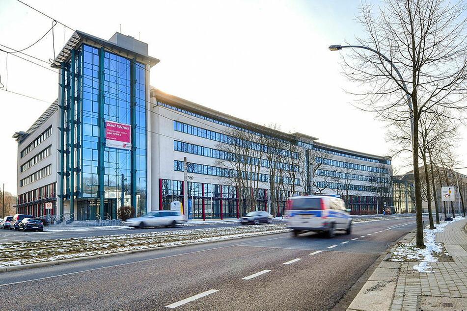 Test-Station: 3000 Menschen aus Chemnitz und der Region sollen bei der Helmholtz-Gesellschaft im alten Technischen Rathaus Blut abgeben.