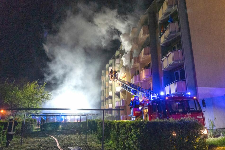 Verheerender Wohnungsbrand: 43 Bewohner evakuiert