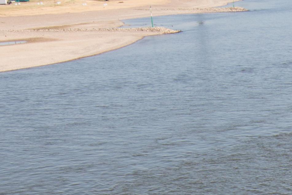 Vermisster Schwimmer aus Rhein geborgen. (Symbolbild)