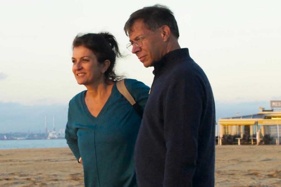 Françoise Gauthier (l., Souad Amidou) und Antoine Duroc (Antoine Siri) sind die bereits mittelalten Kinder des einstigen Paares.