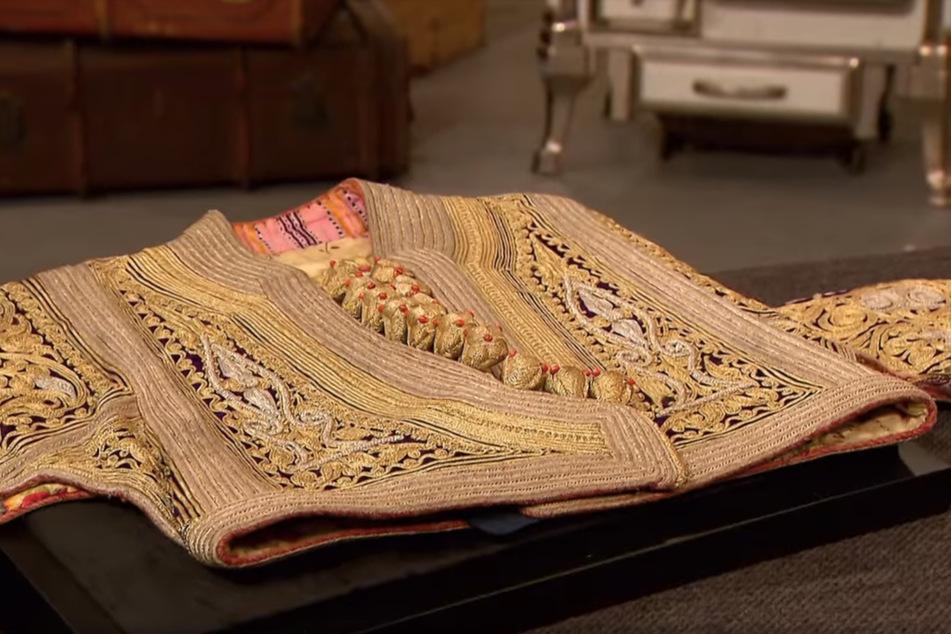 Die Jacke, Misiraba genannt, wurde vor rund 120 Jahren in mühseliger Kleinarbeit bestickt.