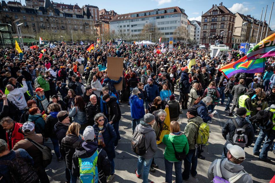 """Stuttgart: Stuttgart verbietet zwei angemeldete """"Querdenken""""-Demos!"""