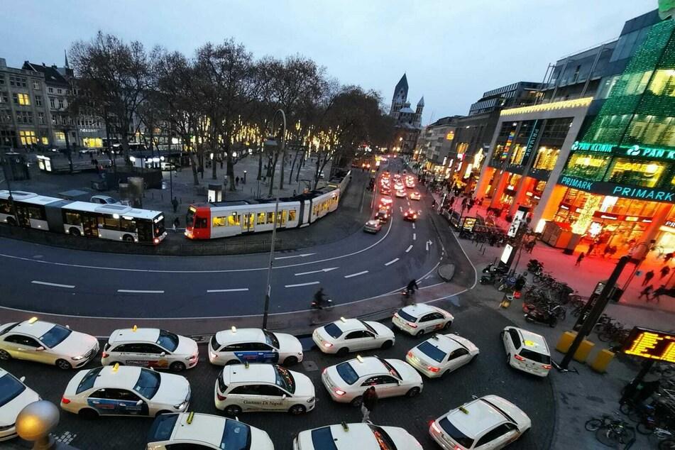 Er tickte mitten auf dem Kölner Neumarkt: Polizei nimmt Drogendealer fest