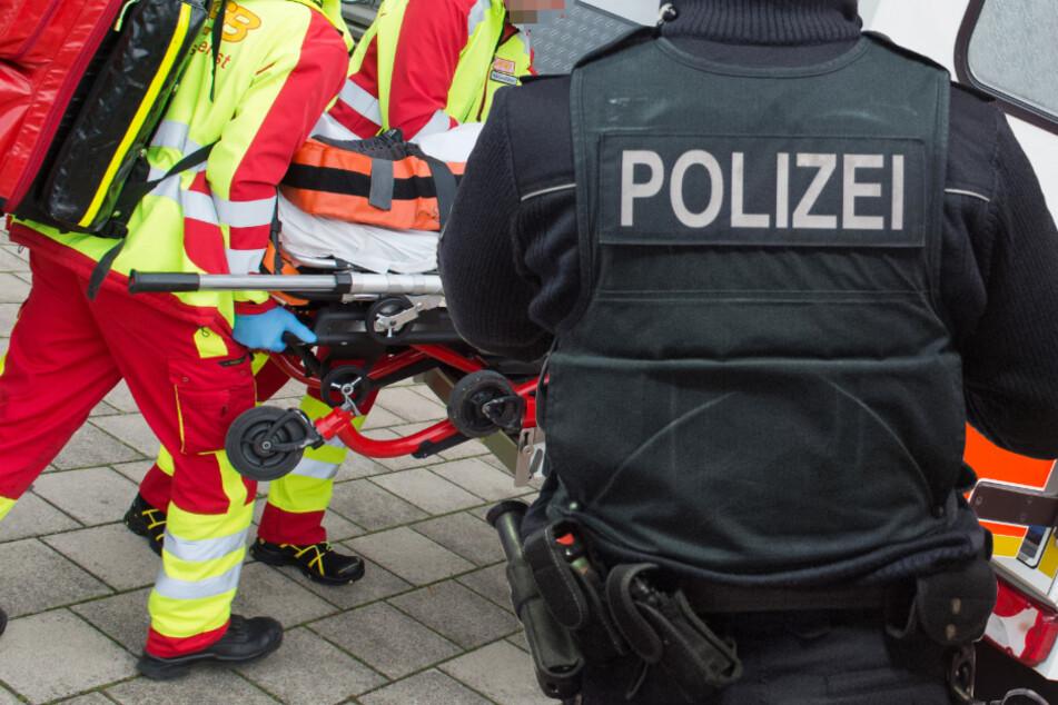 Der schwer verletzte Fahrradfahrer wurde vom Rettungsdienst in ein Krankenhaus gebracht (Symbolbild).