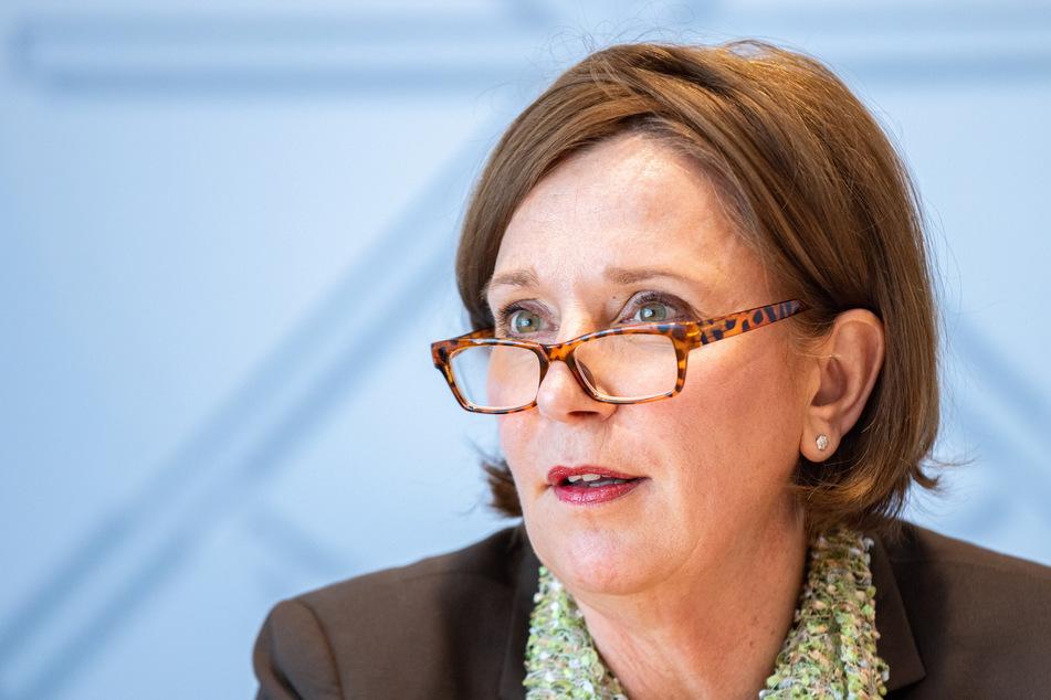Schulministerin Yvonne Gebauer (54, FDP) kündigte an, dass künftig sechs Islamverbände über den Ausbau des islamischen Religionsunterrichts mitentscheiden würden.