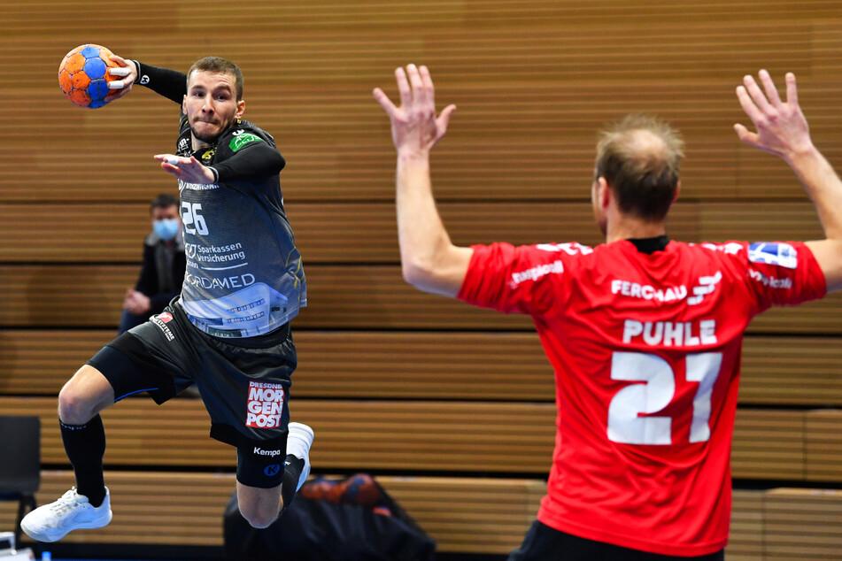 Dresdens Linksaußen Marek Vanco (31, l.) ist gespannt, was sein HC Elbflorenz im ersten Spiel nach der Quarantäne auf die Platte bringt.