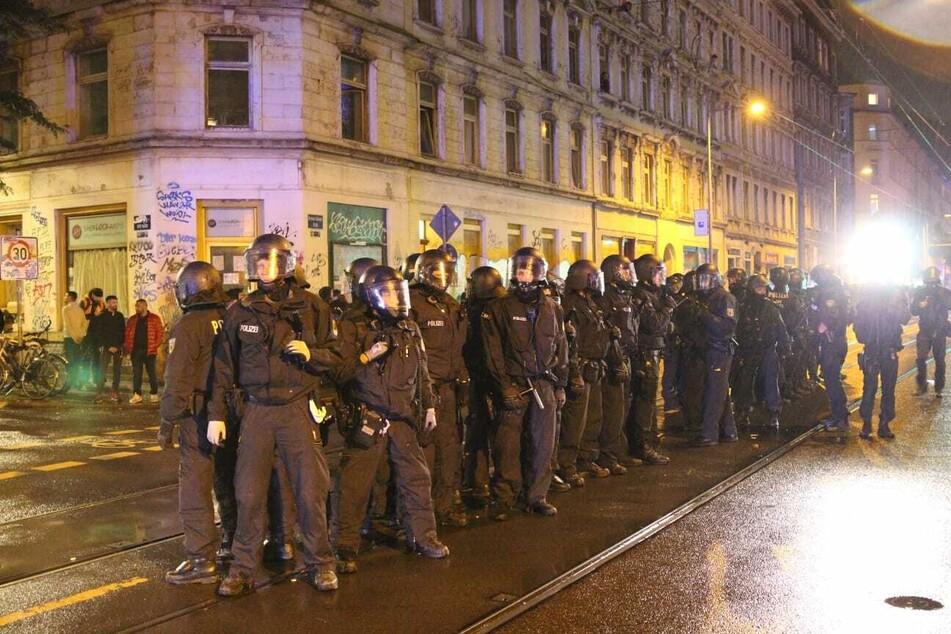 Zwischenzeitlich soll der Kontakt zwischen Ordnungsamt und Polizei abgebrochen sein.
