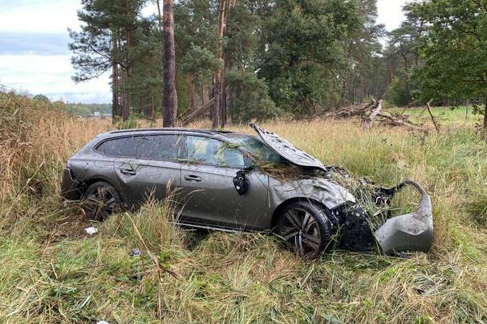 Bei einem Unfall auf der A9 wurden am Dienstag zwei Menschen schwer verletzt.