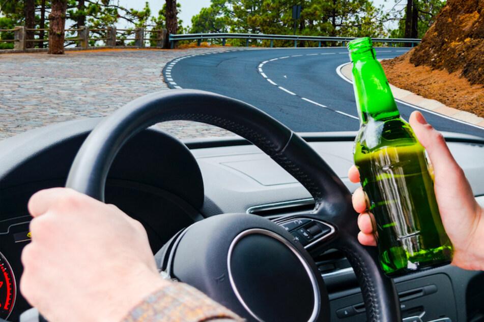 Betrunkener 17-Jähriger stiehlt Lkw und kippt damit um