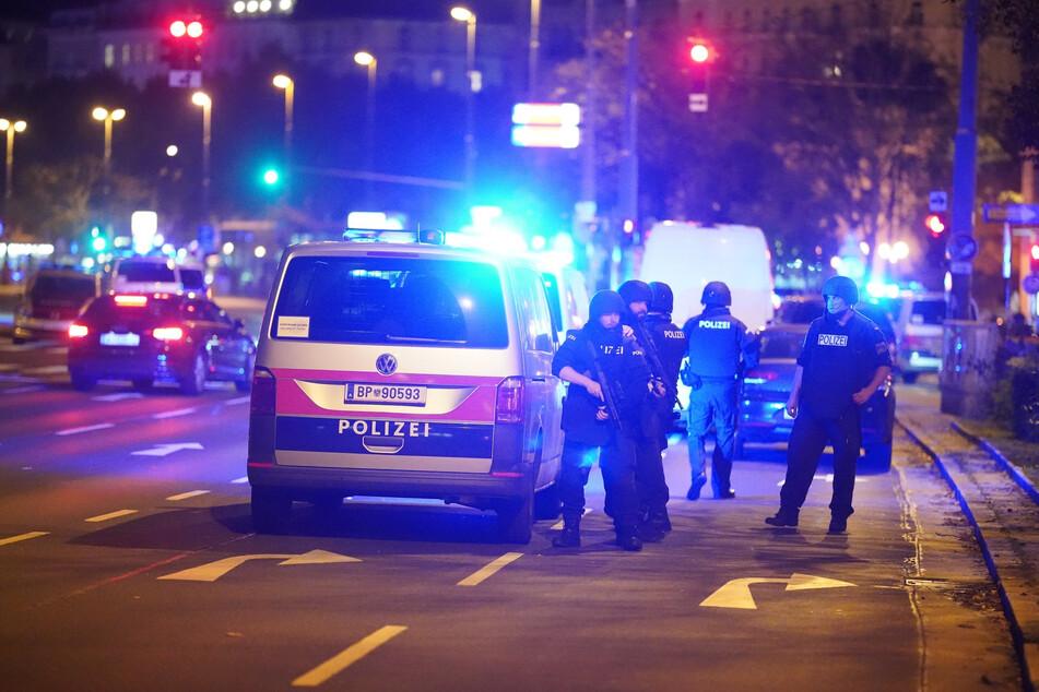 Es habe mehrere Verletzte gegeben, berichtete die österreichische Nachrichtenagentur APA