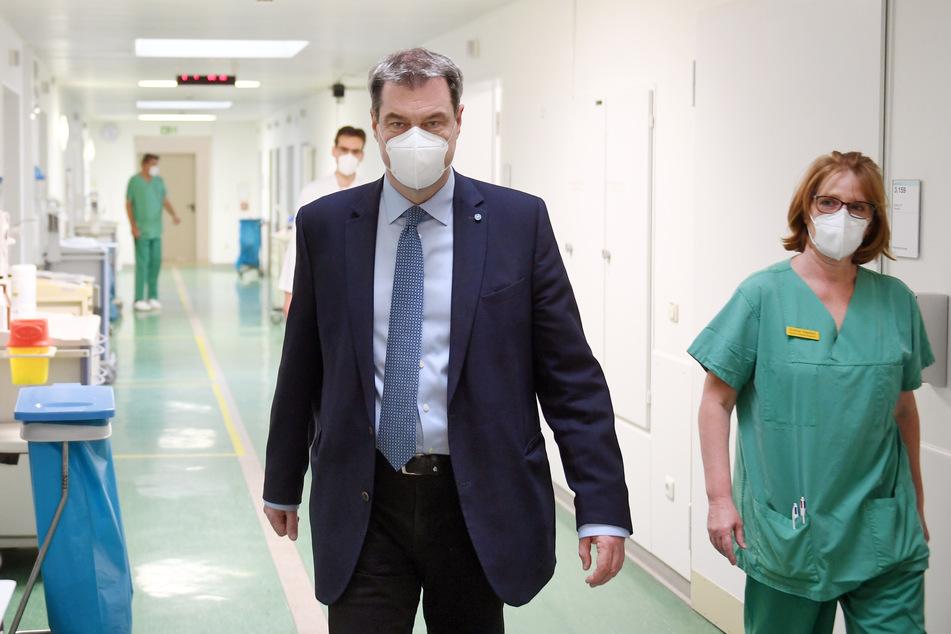 Alle Mitarbeiter, Patienten und Bewohner in Bayerns Kliniken, Pflege- und Altenheimen werden künftig regelmäßig auf Corona-Infektionen getestet.