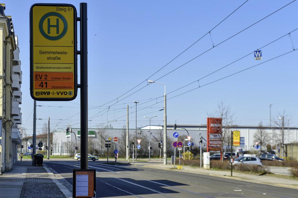 Die Frau war auf der Semmelweisstraße in Friedrichstadt unterwegs. (Archivbild)