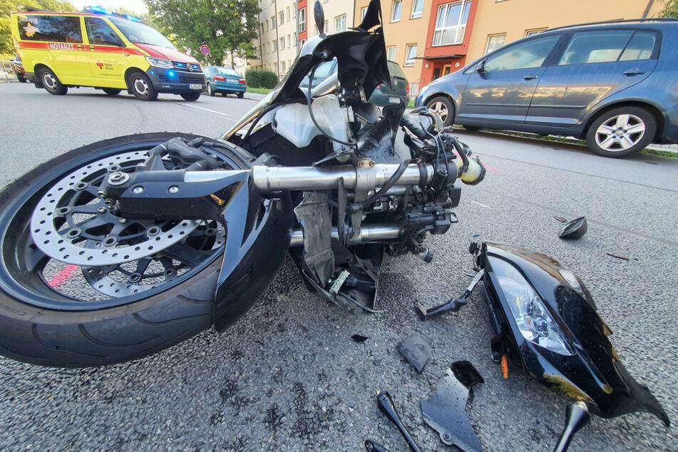 Das Motorrad krachte am Montagmorgen auf einen VW.