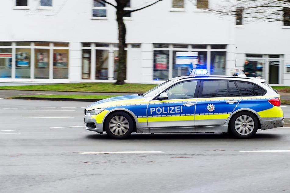Die Polizei verfolgte den Transporter bis zur Grenze, dann verschwand der Fahrer. (Symbolbild)