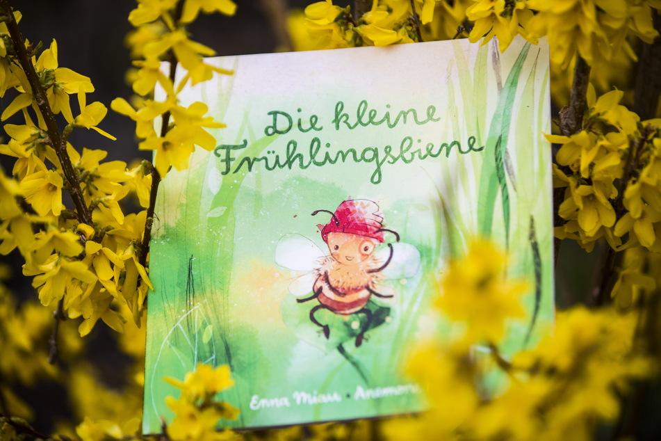 """Die """"Frühlingsbiene"""" Millie fliegt seit 2020 zu ihren kleinen Fans und großen Vorlesern."""