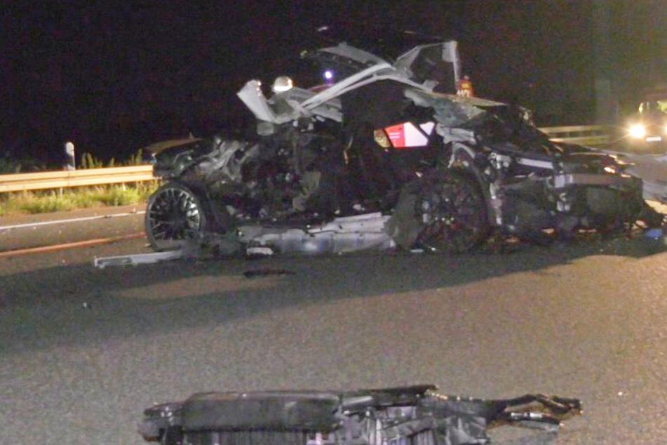 Bei dem Unfall wurde der Audi R8 total zerstört. Den Sachschaden schätzte die Polizei auf rund 140.000 Euro.