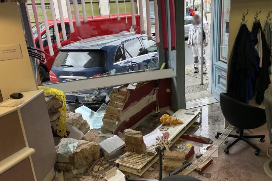 Der Blick aus dem betroffenen Friseurladen.
